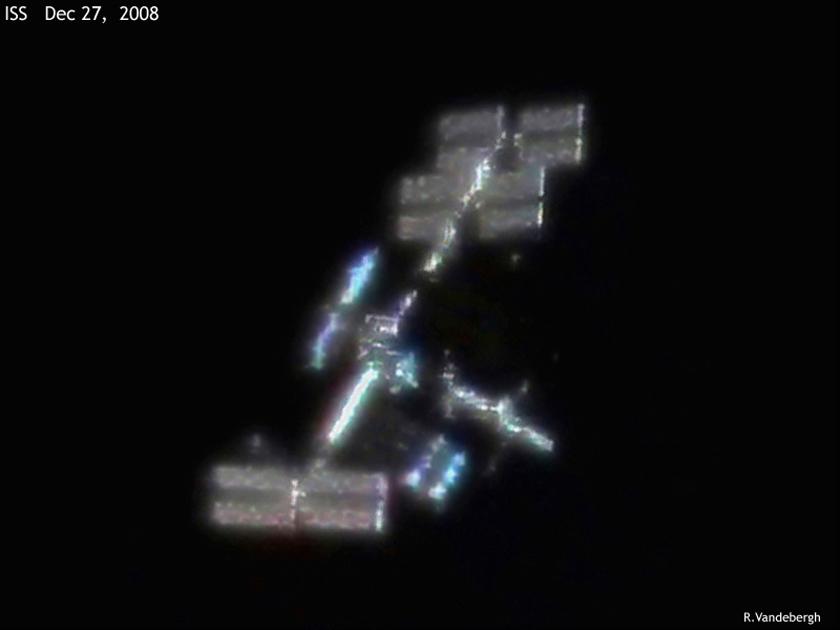 La ISS como la podrias ver tú mism@ desde un telescopio de aficionado... existir existe, no hay conspiraciones que valgan!