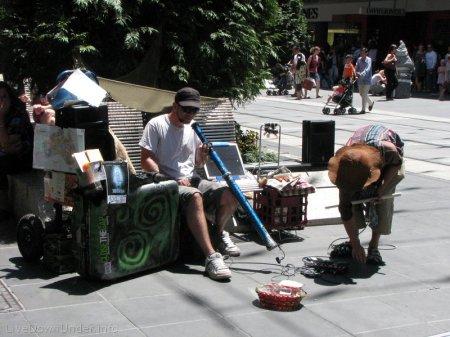 Melbourne, Bourke Street, uliczny grajek