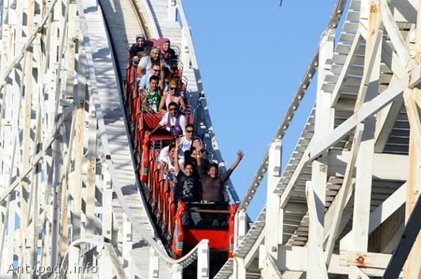 Stary rollercoaster, Lunapark, St Kilda, Melbourne, Australia