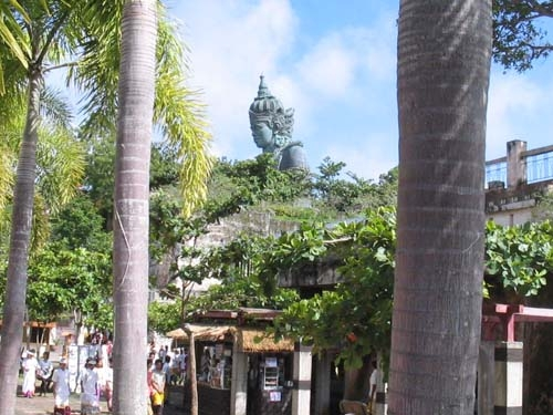 gwk statue from distance