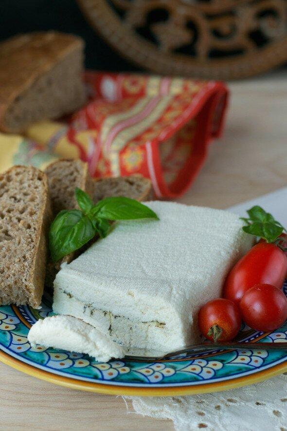 Macadamia Nut Pepper-Herb Spreadable Feta An Unrefined Vegan