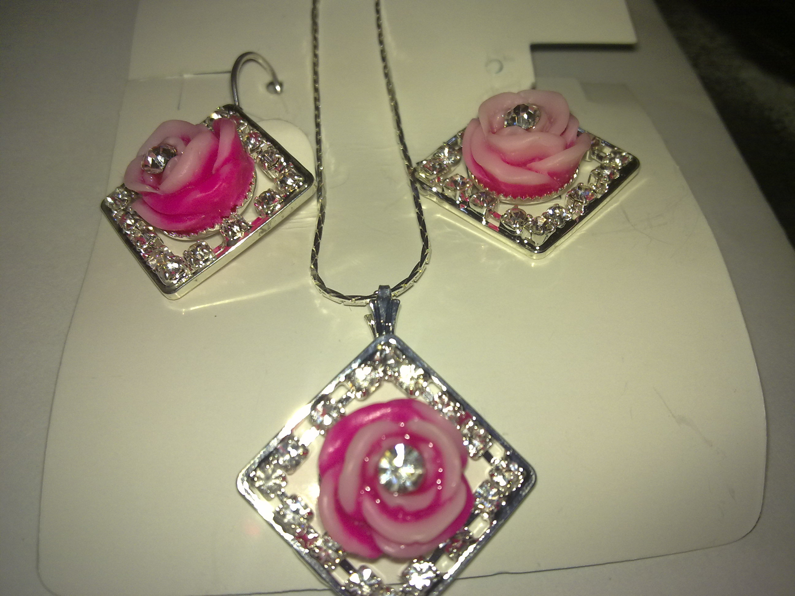 Rose earings and necklace jewellery
