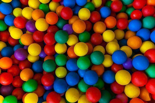 大量のカラーボール