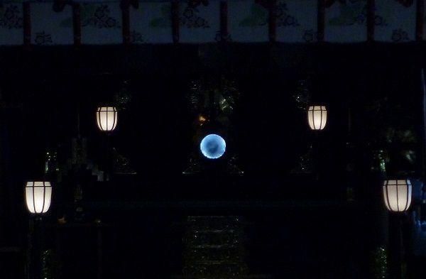 本堂の奥の御鏡