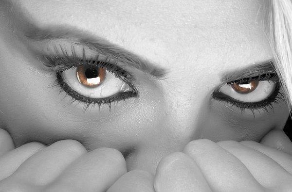 女性の目線