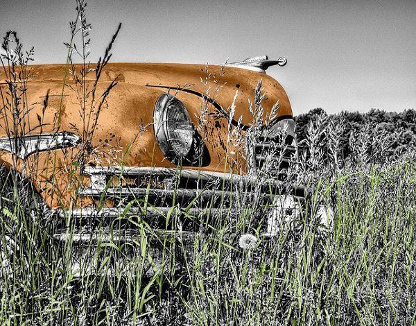 古い車のボンネット