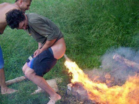 ケツで火をつける男