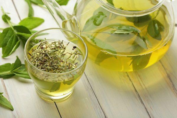 夏に飲む緑茶