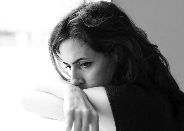 九月病で憂鬱な女性