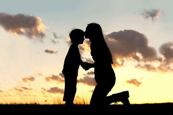 新しい恋を子供に伝えるシングルマザー