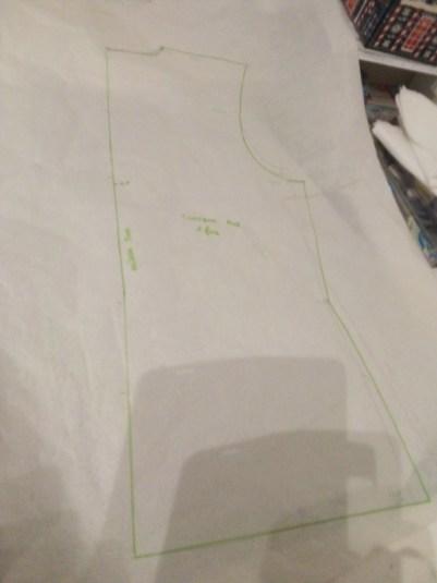 Florence a dessiné le dos de cette tunique en suivant le cours gratuit de Anya Camau Académie de Mode