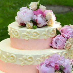 How to Preserve the Top Tier of Your Wedding Cake