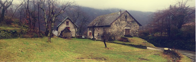 Stereotypical french farm at the beginning of the Col de Luitel