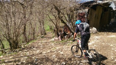 Passing a farm about half way down into Lans-En-Vercors