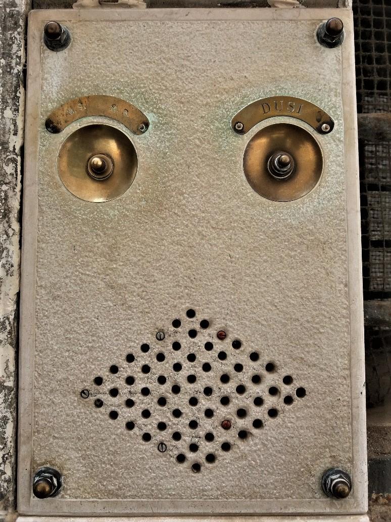Venetian doorbells