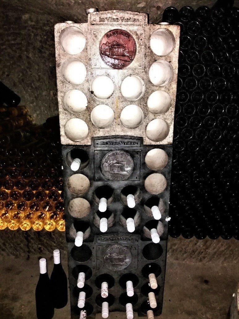 Gazsi pince noszvaj - wine rack