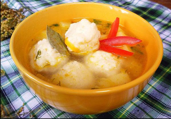 Куриный суп с сырно рисовыми клецками