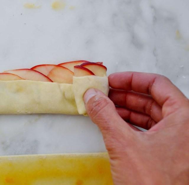 Яблочные розы в слоеном тесте (6)