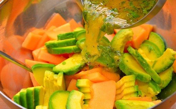 Салат из дыни и авокадо6