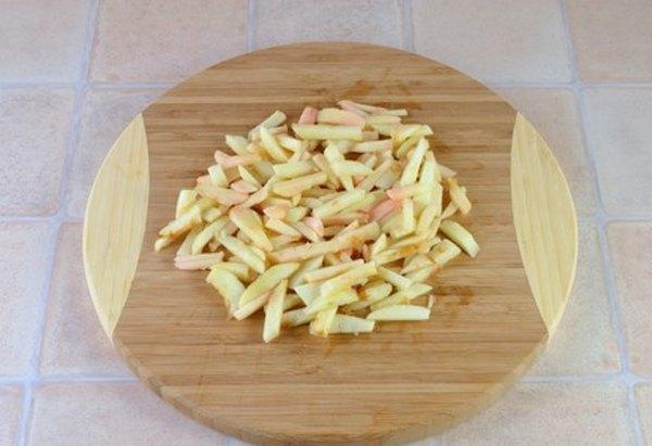 Салат из сельдерея и яблок2