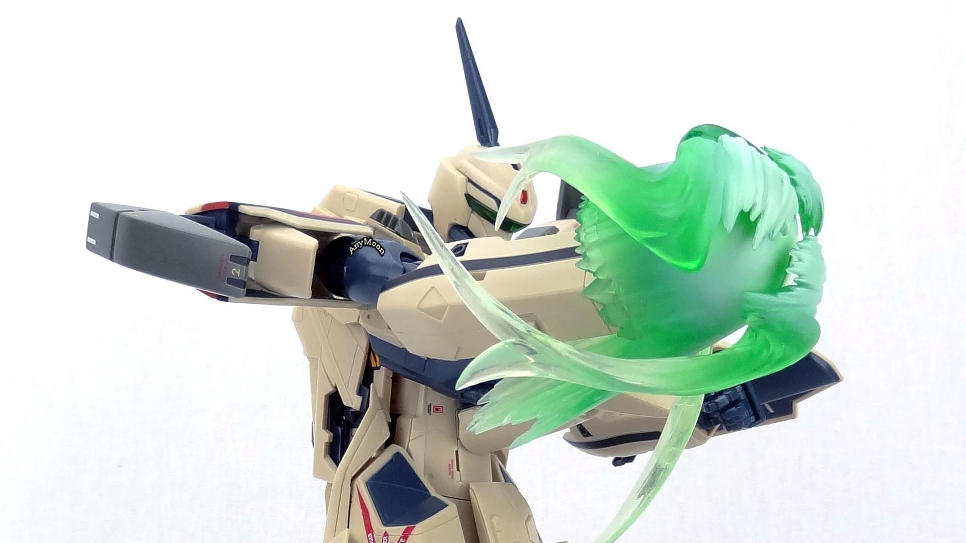 Bandai-VF-19Advance-19.jpg