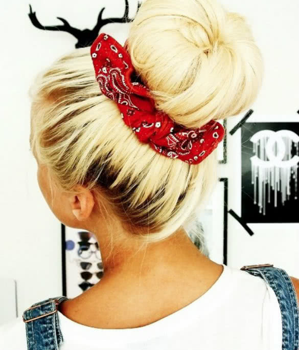 Hair-bun-with-bandana