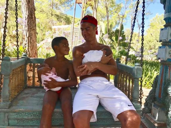 Adorable photo of C.Ronaldo and son cuddling his newborn twins