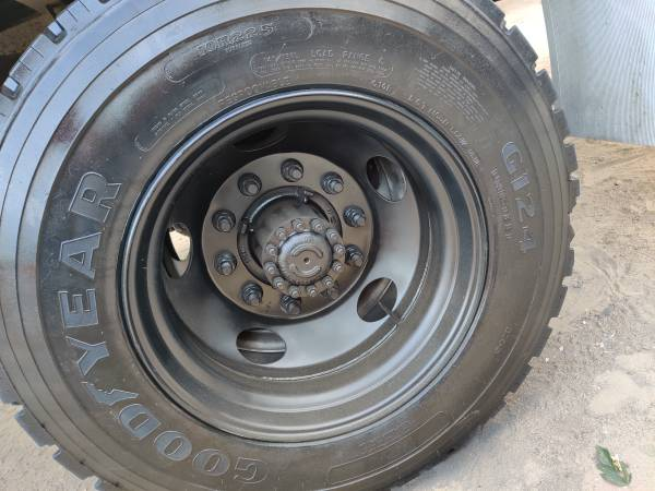 Mobile tire repair and replacement, Castaic CA Mobile fleet tire repair RV's Semi trailers Semi trucks Trailers Boat trailers