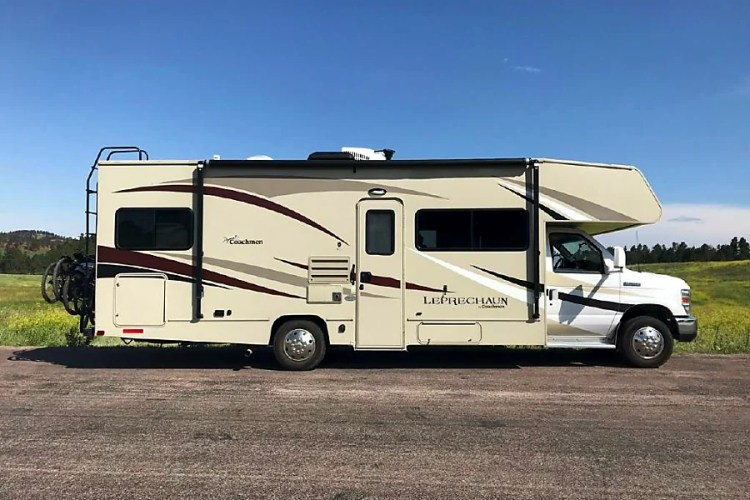 Onsite mobile RV repair in the Castaic area, Available 24/7, We carry various parts and ensure quick repairs.