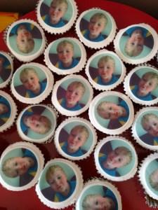 Kissy face cakes