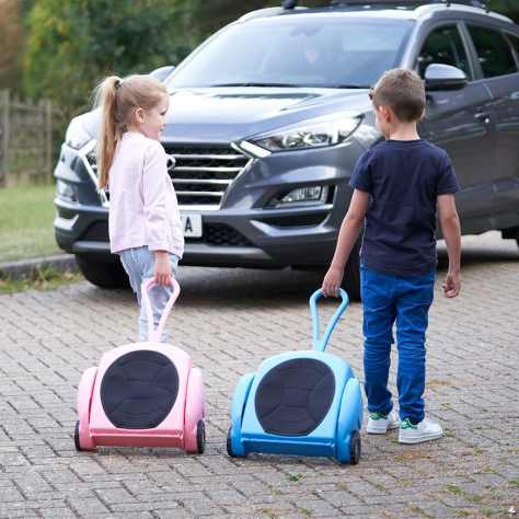 XarGoSeat as case being pulled by child