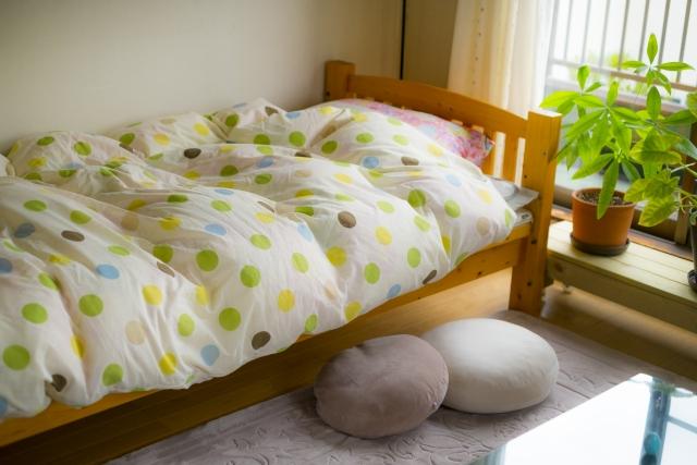 日の当たるシングルベッド