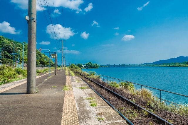 海のそばの駅