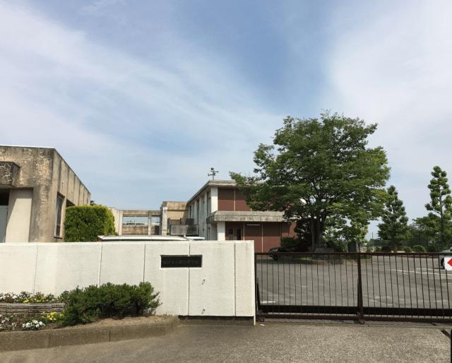 清野菜名の出身中学校である愛知県稲沢市立明治中学校の外観