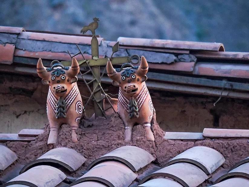 Ollantaytambo, Peru - Ornamentos nos telhados das casas