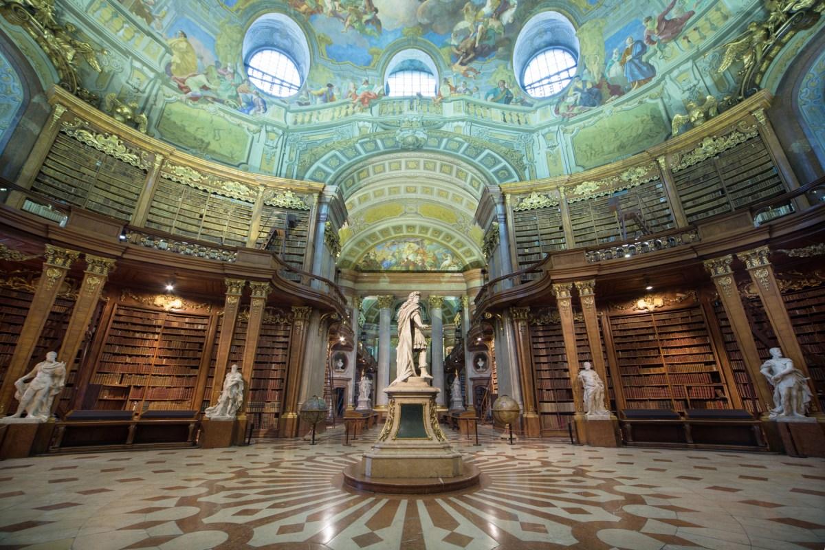 Die Ausstellung Maria Theresia im Prunksaal der Österreichischen Nationalbibliothek