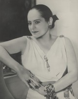 Helena Rubinstein in Schiaprelli Kleid © Archiv_Archives Helena Rubinstein, Paris (1)Art On Screen - News - [AOS] Magazine