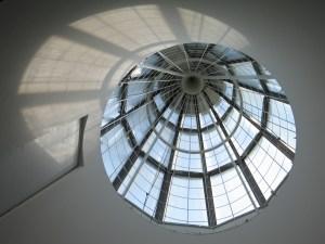 Bundeskunsthalle Lichtturm von innen, Kunst- und Ausstellungshalle