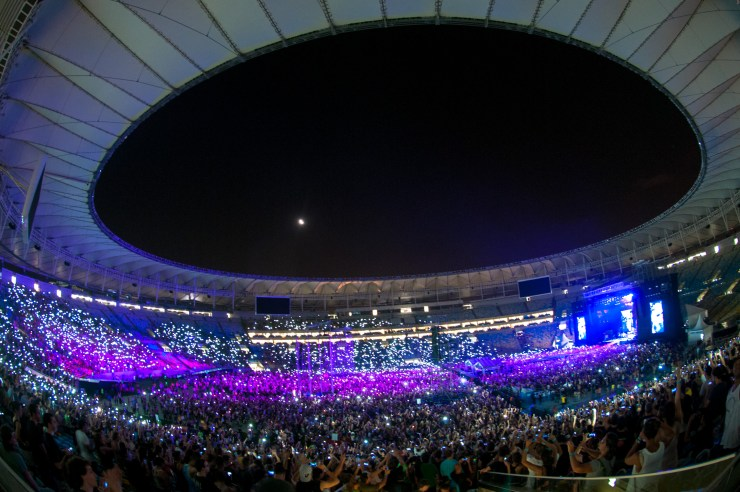 (foto do show do Foo Fighters no Maracanã em 2014)