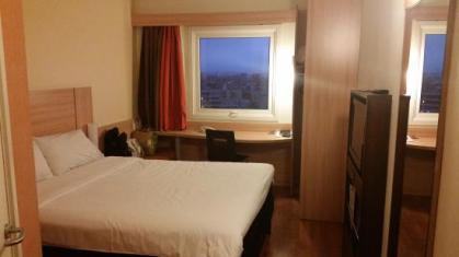 Pequeno e eficiente quarto
