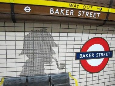 Cenários-e-Museu-de-Sherlock-Holmes-em-Londres-metro-BAKER-STREET Cenários e Museu de Sherlock Holmes em Londres
