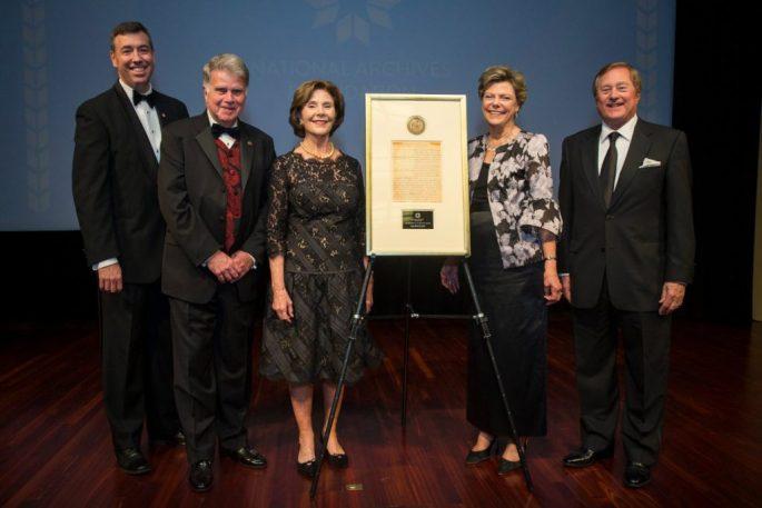Photograph of Laura Bush receiving Records of Achievement Award