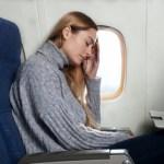 飛行機の機内でパソコン使えるの?搭乗前に預けるの?