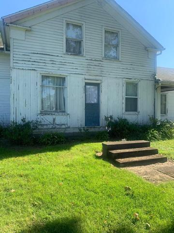 Porch yard featured at 6832 Cleveland Rd, Ravenna, OH 44266