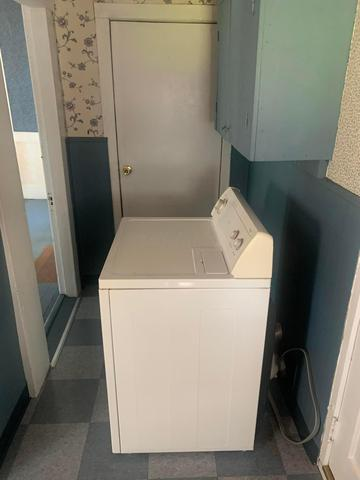 Laundry room featured at 6832 Cleveland Rd, Ravenna, OH 44266