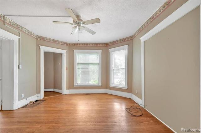 Living room featured at 67 Henry Clay Ave, Pontiac, MI 48341