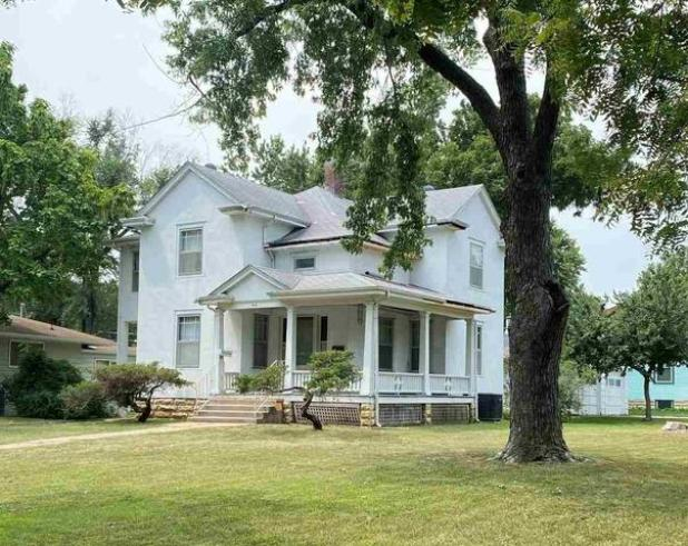 House view featured at 406 S Adams St, Junction City, KS 66441
