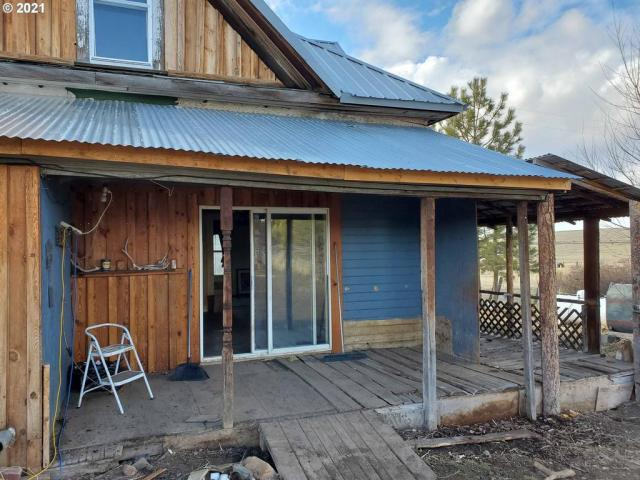 Porch featured at 54901 Willow St, Heppner, OR 97836