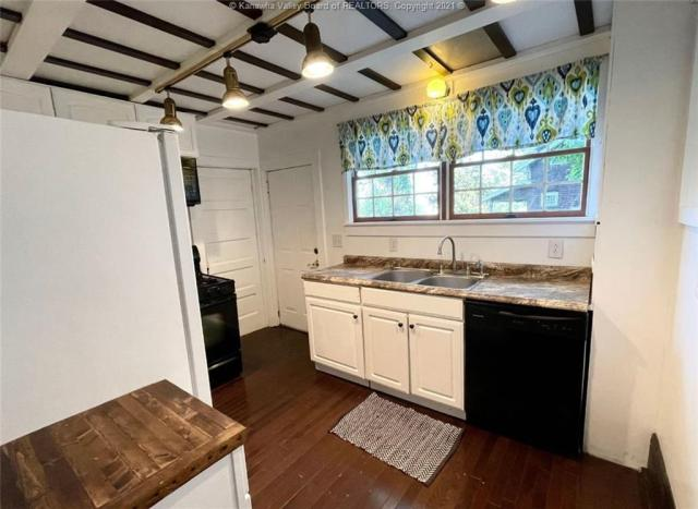 Kitchen featured at 1321 Maccorkle Ave SE, Charleston, WV 25314