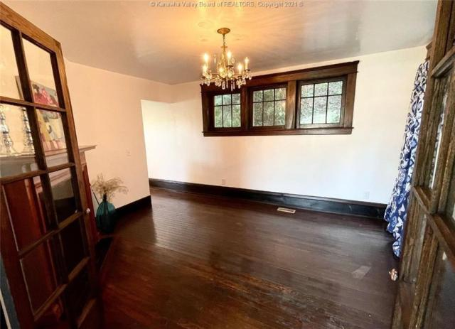 Dining room featured at 1321 Maccorkle Ave SE, Charleston, WV 25314